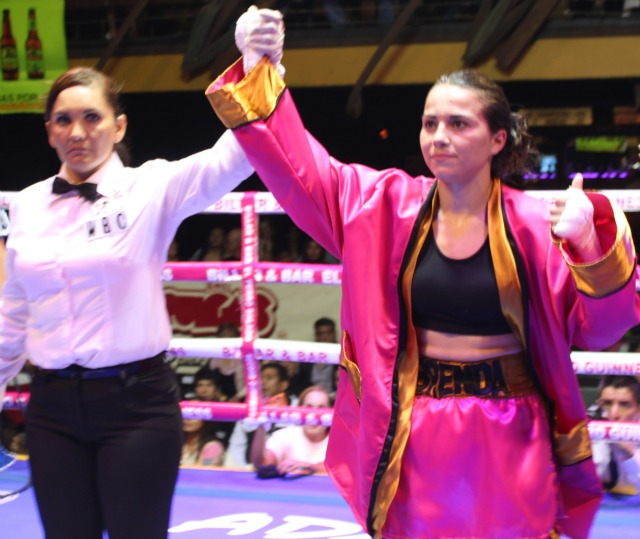 In her debut bout, Brenda Flores gained a split decision victory over Paloma Lopez who is from Ciudad Obregon, Sonora, Mexico.
