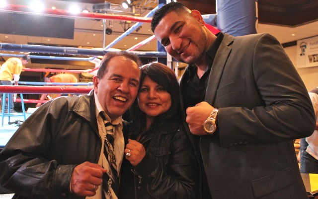 At a recent show at the Doubletree Hotel in Ontario, CA, Chris Arreola posed for this photo with boxing great Bobby Chacon and his lovely wife. Photo: Jim Wyatt
