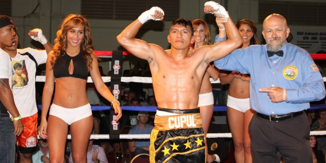 Friday, May 24, 2013, was definitely his night. After losing his first 11 bouts, Super bantamweight Pablo Cupul of Lakeside, CA by way of Merida, Yucatán, Mexico, defeats Anecito Gesta of Cebu City, Cebu, Philippines to get his first win on U. S. soil. Photo: Jim Wyatt
