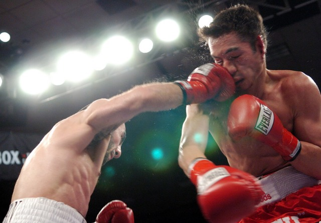 Donaire gets rocked 7