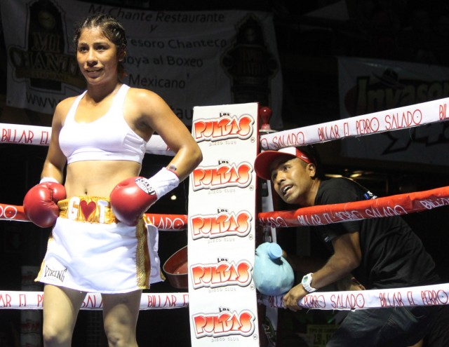 After just one year as a professional boxer, the 19 year-old Kenia Enriquez has seven victories, no defeats.