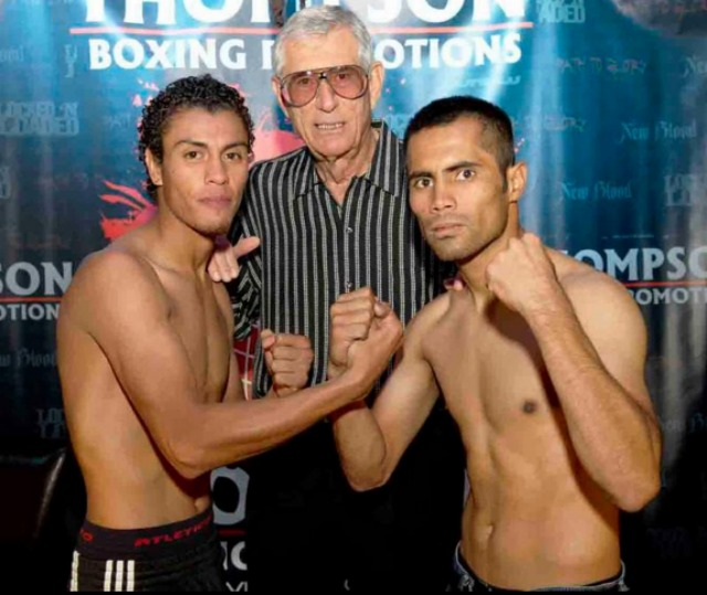 (l to r) Carlos Carlson, 119 lbs. vs. Guadalupe Barreras, 118 lbs. Photo: Carlos Baeza/Thompson Boxing Promotions