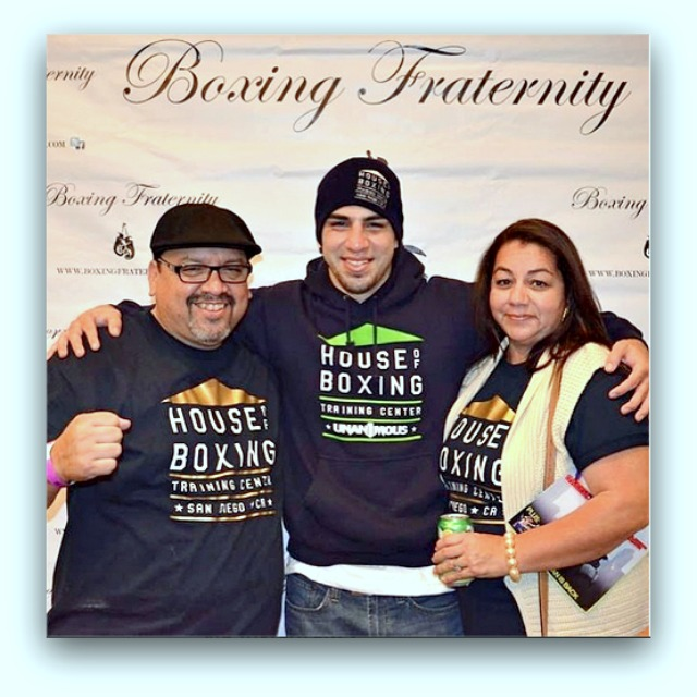 After the victory, David Barragan (c) poses for a photo with his parents.