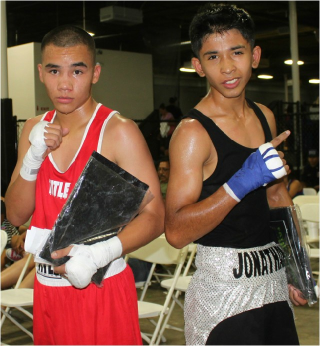 The two combatants, Angel Castro (l) and Jonathan Lau pose for one last photo.