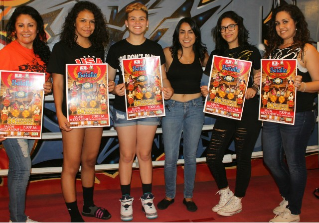 Later on, five young ladies came up into the ring to have this promotional photo taken as Amaris Quintana (c) will be fighting on August 28 at Salon in Tijuana.