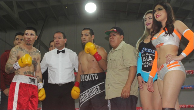 Rogelio De la Torre (16-4-0, 7 KOs) from Houston, Texas has reverted to padding his record by facing less than stellar opponents. His last six opponents have a combined record of 3-32-1. On Saturday night his opponent was 36 year-old Juan Manuel Rodriguez