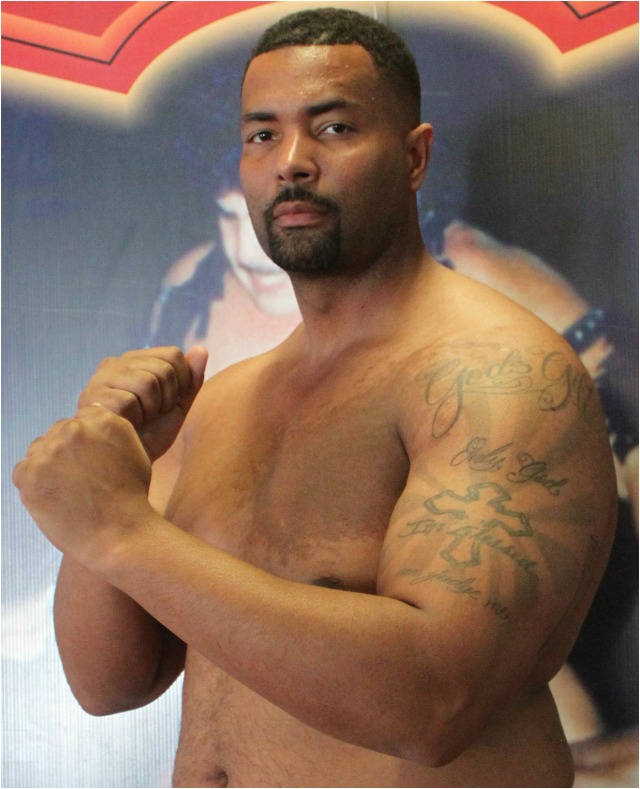 "In the final bout of the show, 6'5"", 303.5 pound heavyweight Christopher Love of Van Nuys, Los Angeles, Calif. heavyweight Christop"