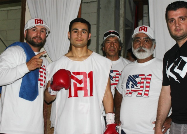Amateur standout Roberto Meza of Temecula, Calif. makes his pro-debut.