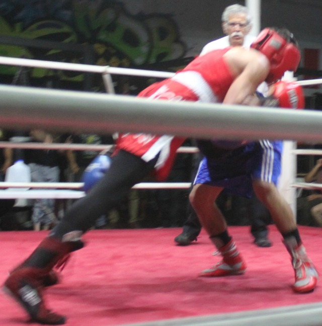 At the beginning of the bout, this strange tactic by Matthew Knight had the fans scratching their heads.