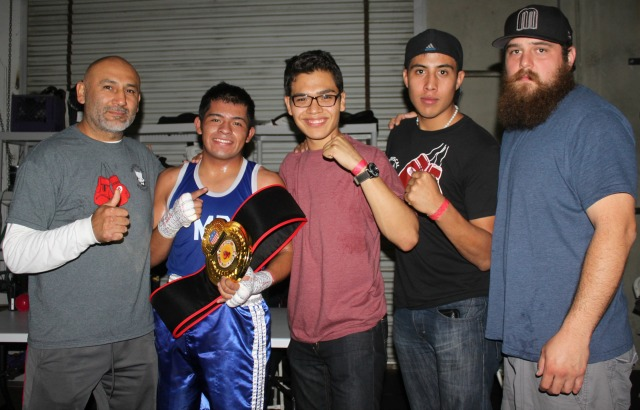 The Tapia stablemates and their coach Mariscal gather around Luis Tapia for a photo.