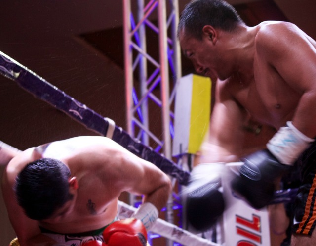 At this point, Edgar Garcia was ahead on the scorecards and had the less determined Rosales in trouble against the ropes.