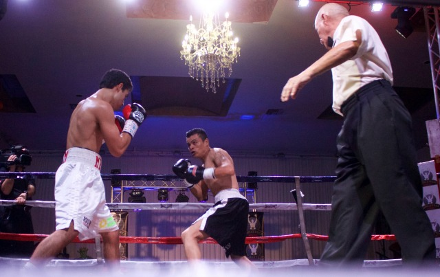 At the start of Bout #7, we see Roberto Meza (l) facing off against Israel Pineda.